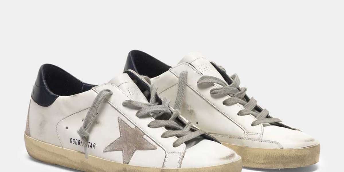 Golden Goose Sneakers Outlet had